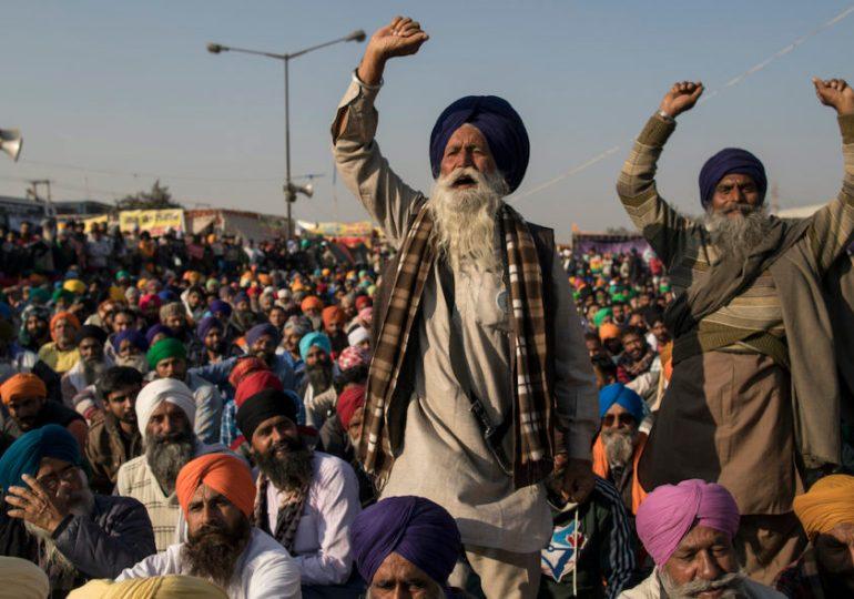 Nuova Delhi: i contadini indiani protestano