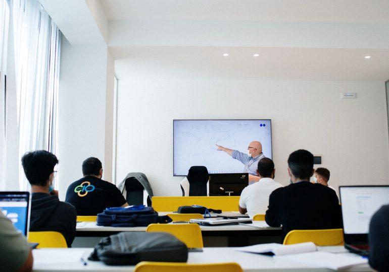 Formazione gratuita nel settore dell'informatica e comunicazione tecnologica, e posti di lavoro per i percettori del reddito di cittadinanza