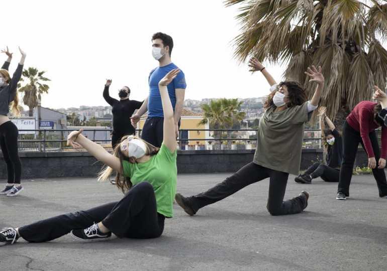 """A Catania riparte """"Corpi Insoliti"""" il laboratorio teatrale di Nèon tra abilità e disabilità"""