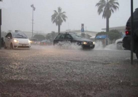 Nubifragio a Catania, strade come fiumi in piena