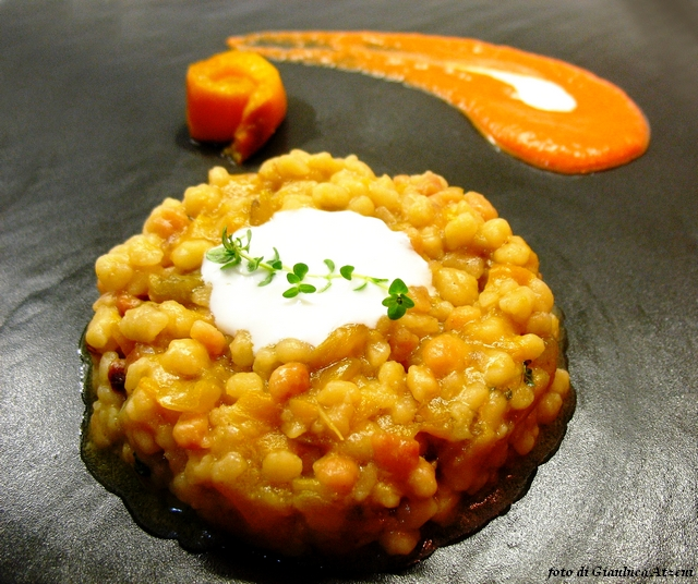 Fregula risotto made with peppers