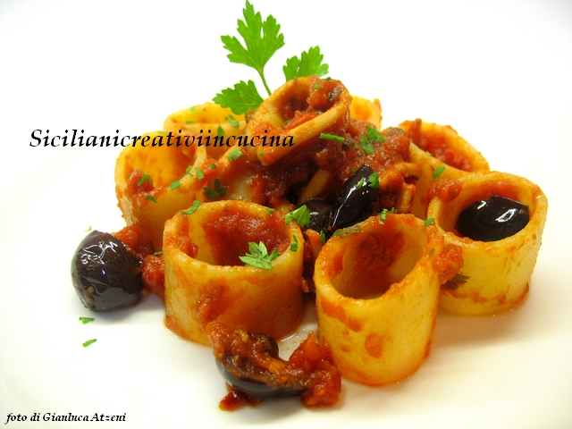 Pasta with spicy sauce squid and olives