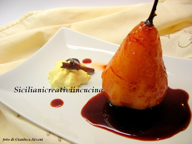 Pere cotte con salsa al vino e chantilly all\'arancia
