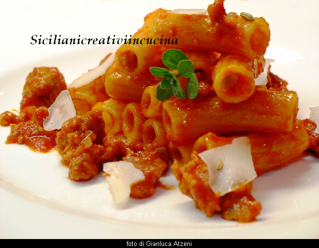 Tortiglioni with meat sauce sausage quick