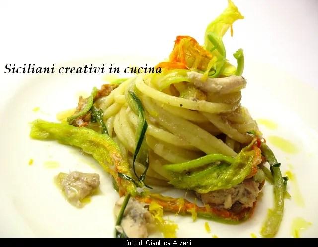 Spaghettis aux anchois, chicorée et fleurs de courgettes