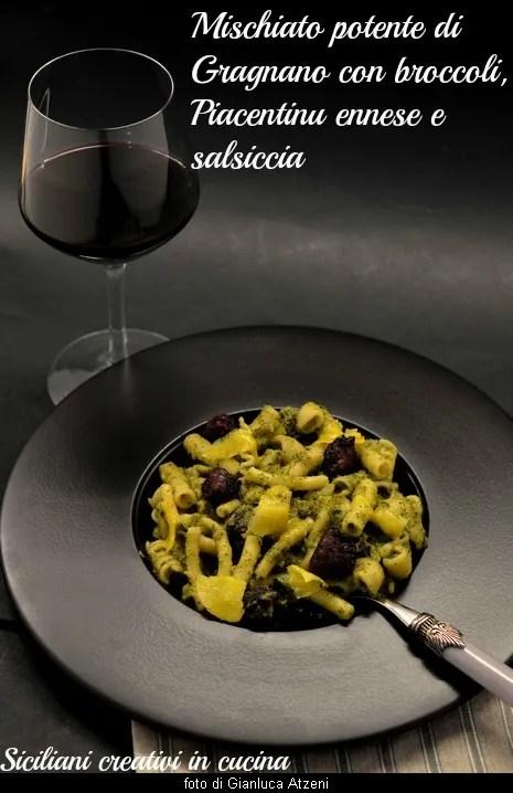 Nudeln mit Brokkoli und Wurst, eine klassische Küche Süditaliens