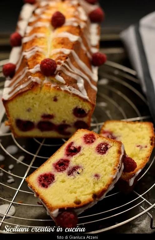 Plum cake con limón y frambuesas
