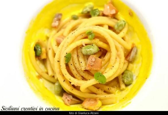 Pasta alla carbonara con fave e aringhe affumicate