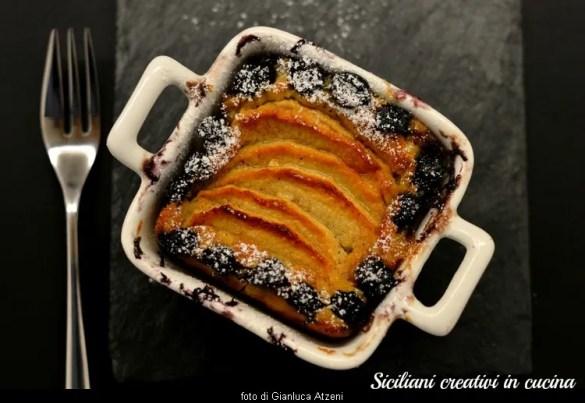 Flan di crema cotta con mele e mirtilli