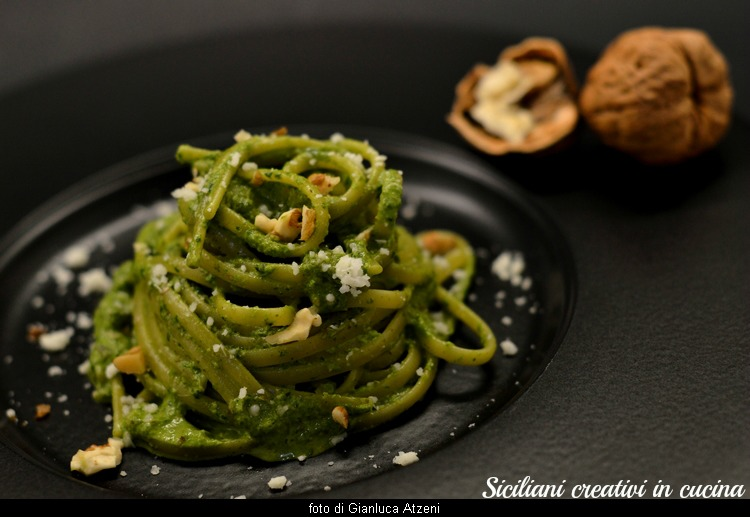 Pasta with pesto of spinach, walnuts and pecorino