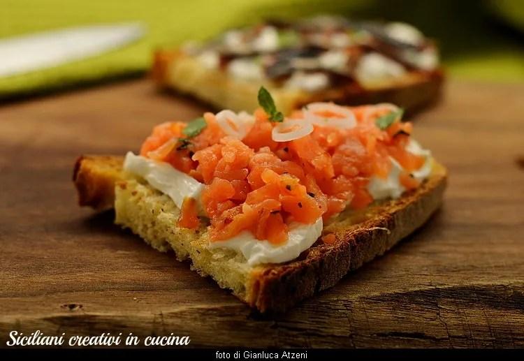 Gourmand gemischte Bruschetta, von Tomaten bis gegrillte Aprikosen