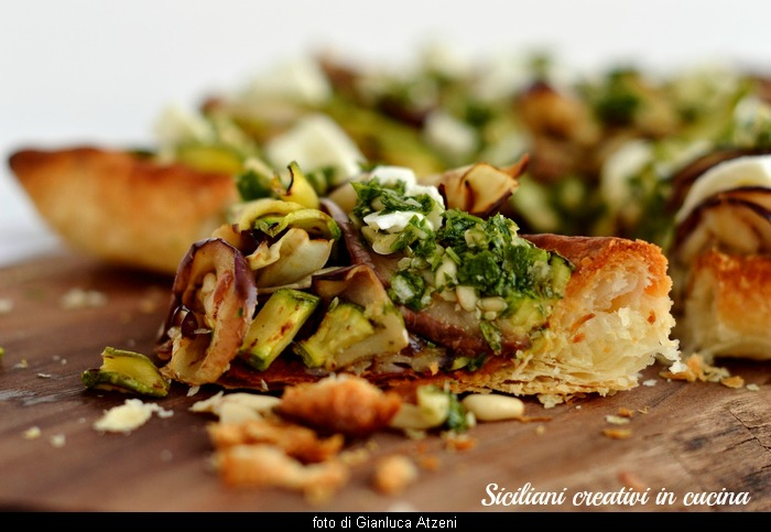 Vegetarian puff pastry with vegetables, buffalo and parsley sauce