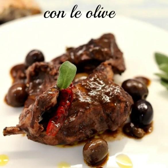 Coniglio al vino rosso con le olive: ricetta facile e saporita