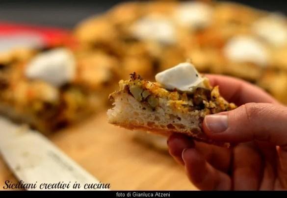 Sfincione siciliano con mozzarella di bufala e broccoletti