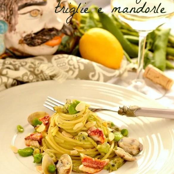 Spaghetti con crema di fave, vongole, triglie e mandorle
