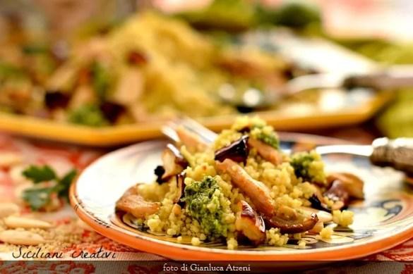 Cous cous con pollo melanzane e mandorle: un piatto unico estivo