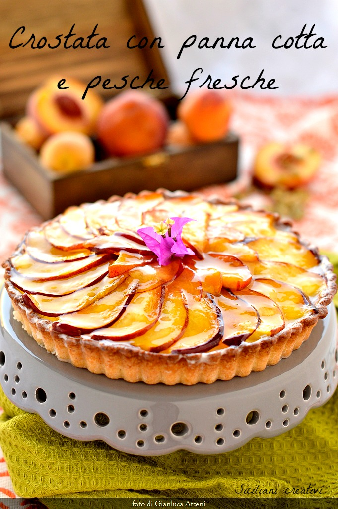 Tart with panna cotta and fresh peaches