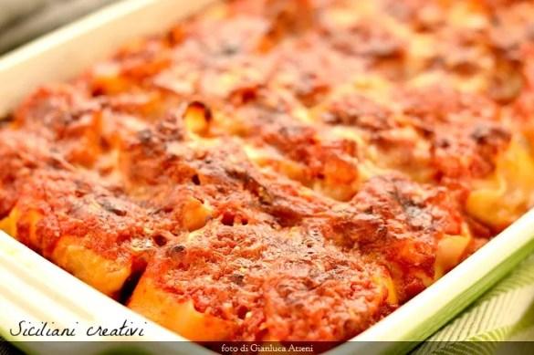 Rotolini di pasta di semola con ricotta di bufala, prosciutto affumicato e pomodoro