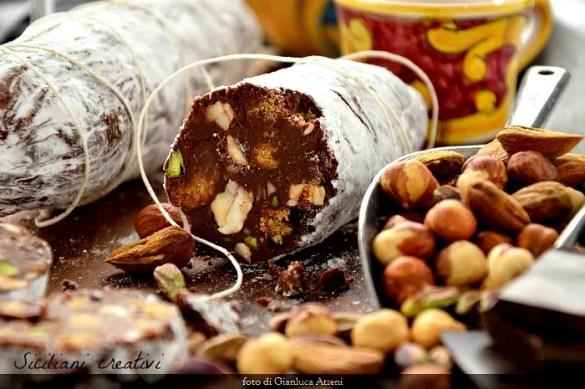 Salame di cioccolato e frutta secca, senza uova