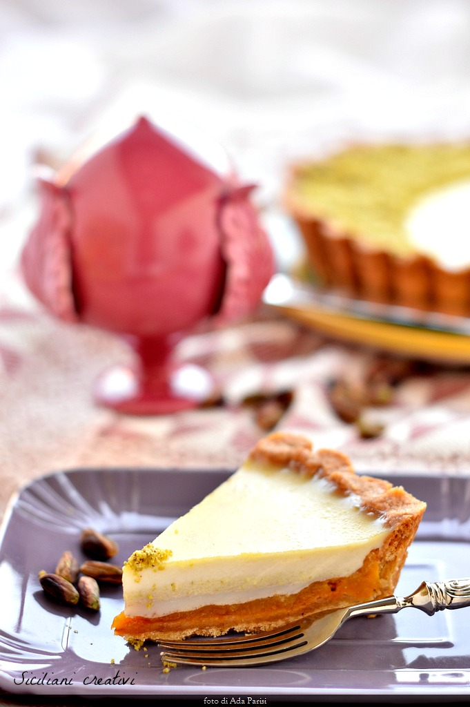 Tart with caramelized peaches and cream pudding with Pistachio