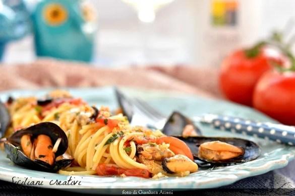 Spaghetti con le cozze alla siciliana