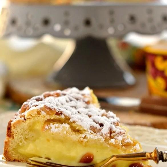 Torta della nonna (con crema e pinoli): ricetta originale cremosissima