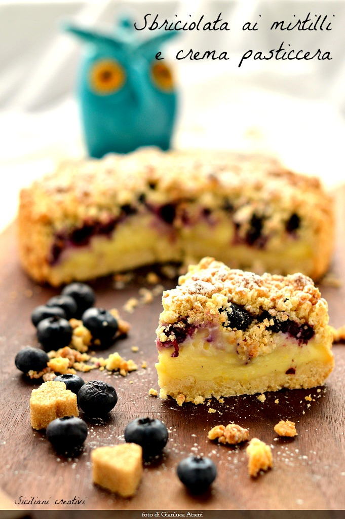 Crumbled blueberry and custard