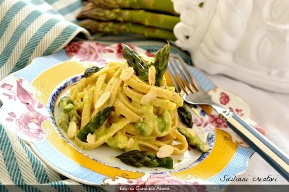 Pasta al pesto di asparagi e mandorle