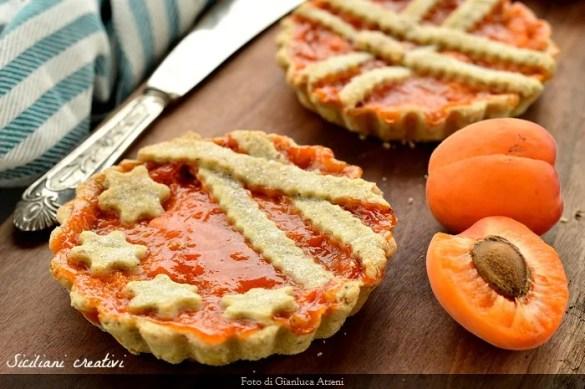 Crostatine di albicocche fresche
