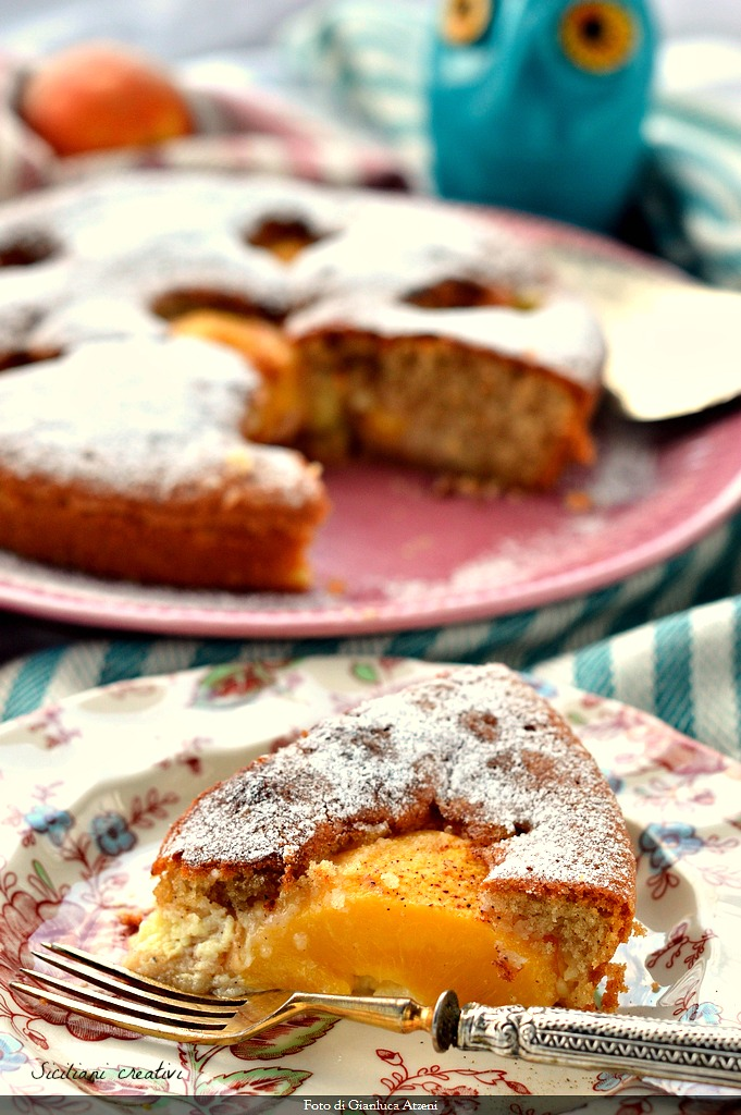 spiced cake of peaches and cream