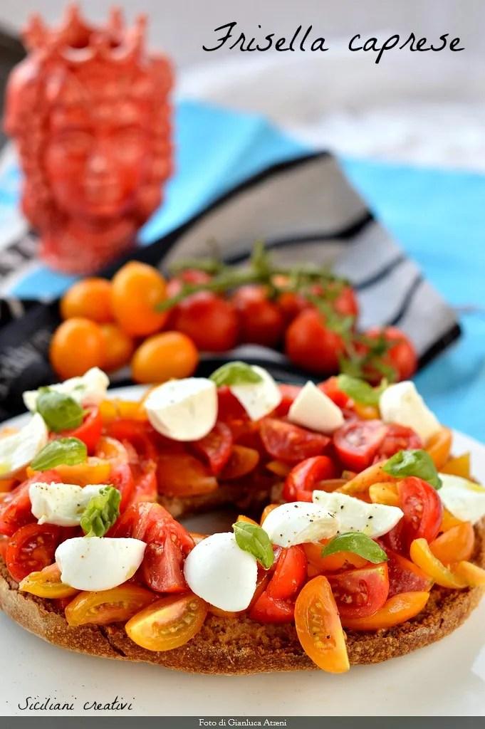 Frisella caprese with mozzarella and tomato