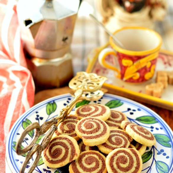 Biscotti a spirale vaniglia e cioccolato: facili e golosi