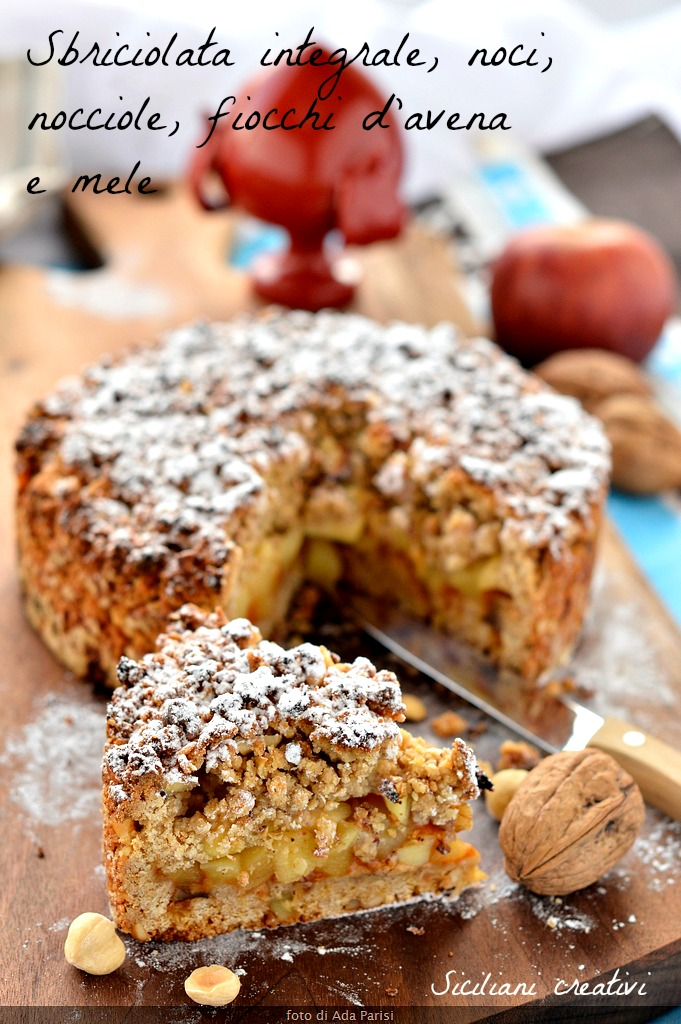 Crumbled with wholemeal flour, nuts, nocciole e fiocchi d'avena nell'impasto, stuffed with apples and apricot compote. A sweet healthy and delicious.