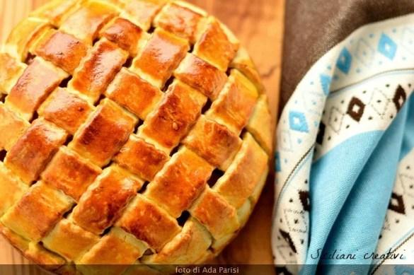 Crostata di pere e cioccolato con copertura a intreccio: elegantissima