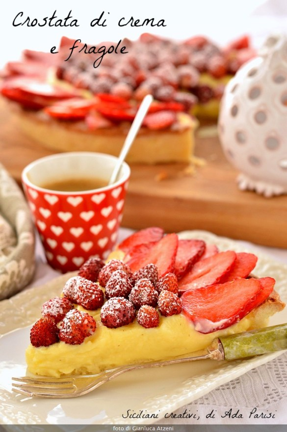 Tart with cream and fresh strawberries