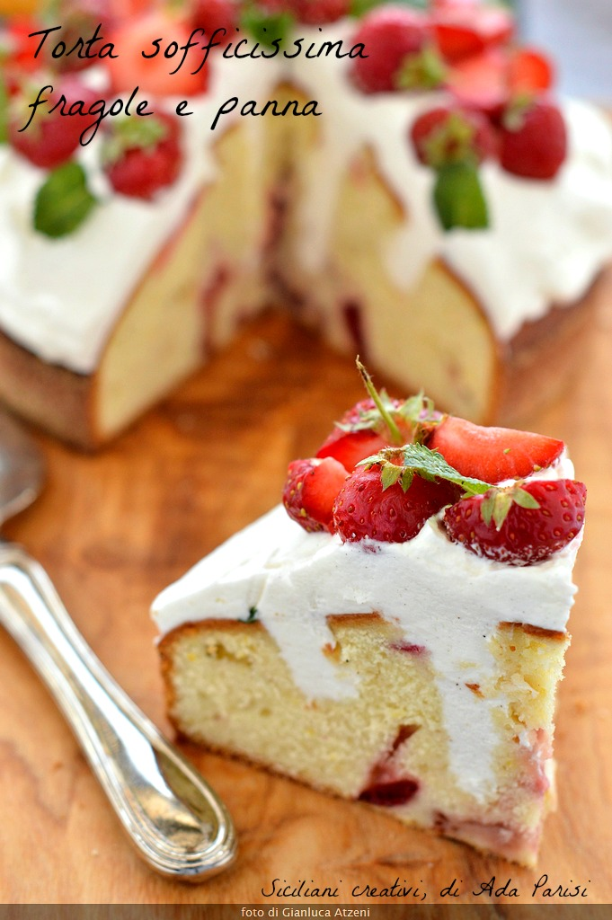 Cake soft strawberries and cream