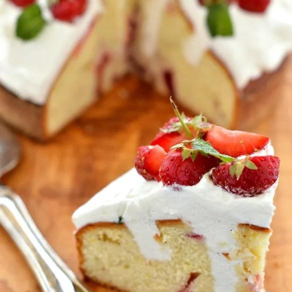 Torta morbida fragole e panna