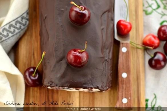 Rotolo al cioccolato con ricotta e ciliegie