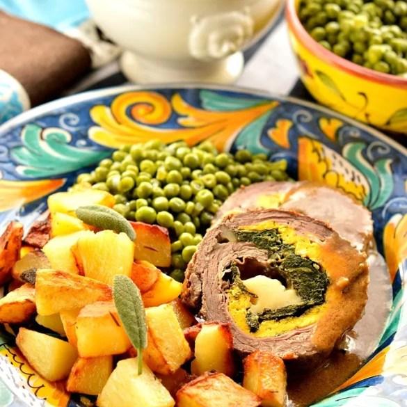 Falsomagro alla palermitana, un secondo tradizionale della cucina siciliana e rFalsomagro alla palermitana: carne farcita con salumi, spinaci e frittata.