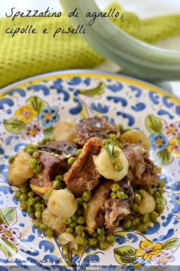 玉ねぎ、エンドウ豆と子羊のシチュー