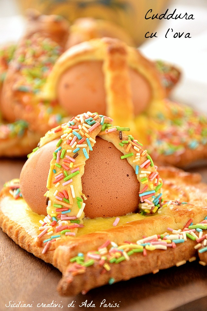 Pupi cu l'ova Siciliani o cuddure: sweet of the Easter tradition
