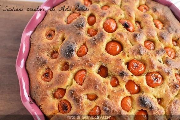 Focaccia pugliese con pomodorini, a lunga lievitazione e sofficissima