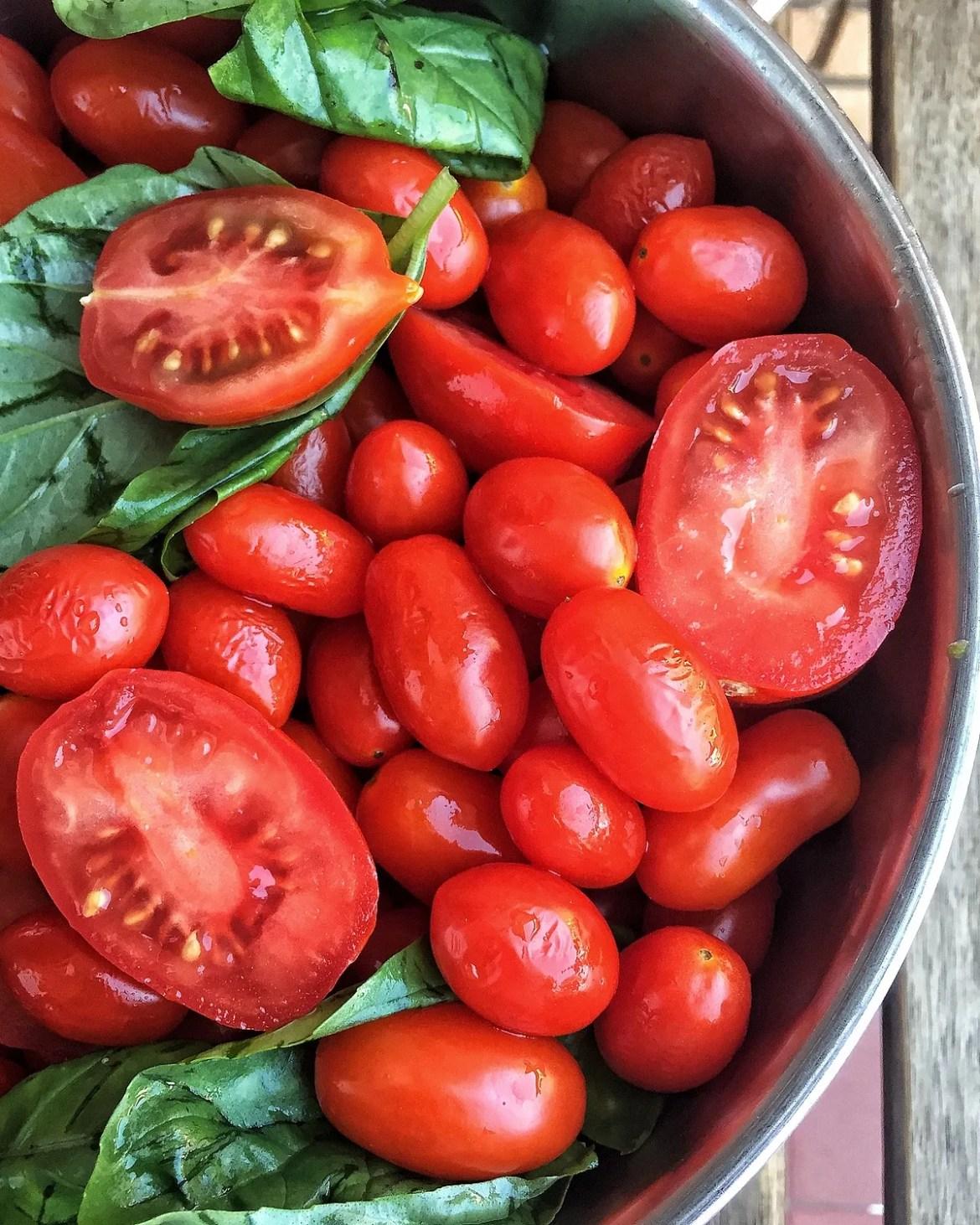 La salsa casera de tomate fresco