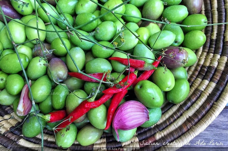 Sizilianische eingelegte Oliven