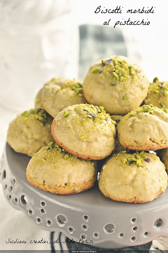 Soft pistachio biscuits