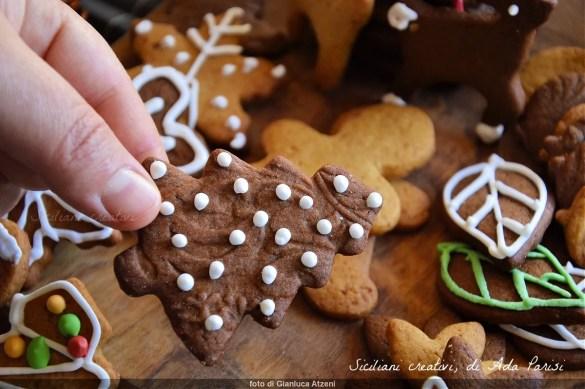Biscotti natalizi di pan di zenzero (Gingerbread cookies)