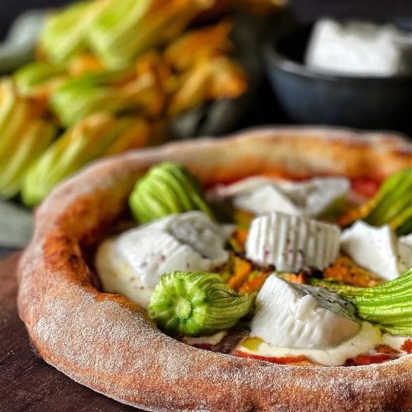 Pizza fiori di zucca alici e stracchino