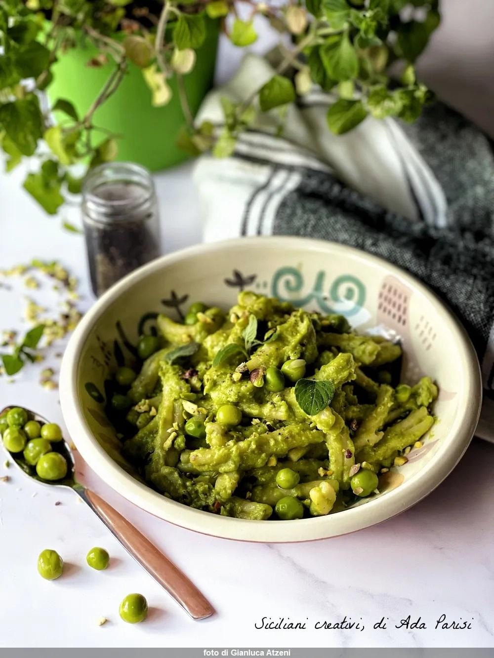 Pesto di piselli e pistacchio, ricetta veloce e primaverile