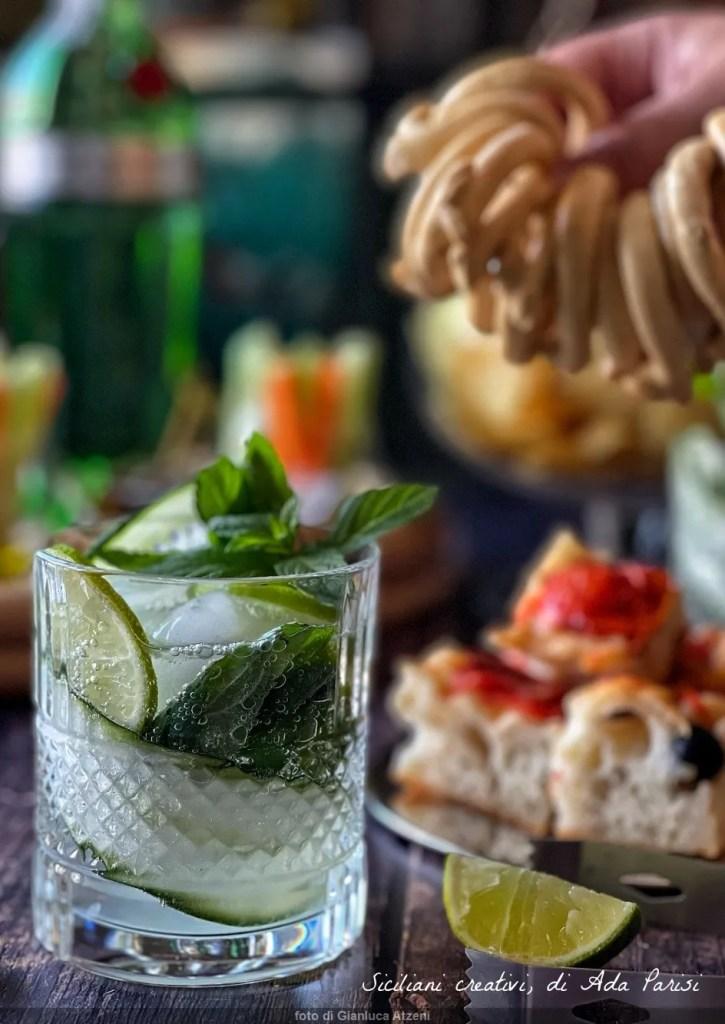 Cocktail estivi: quello di oggi è con Martini menta cetriolo e gin. Facilissimo e rinfrescante, anche in versione completamente analcolica
