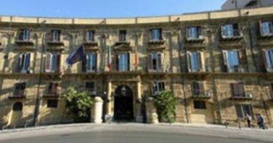 """Emergenza migranti in Sicilia, Musumeci diffida i prefetti: """"Si chiudano gli hotspot"""""""
